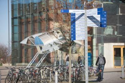 Fahrräder vor Geb. 101
